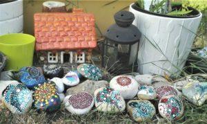 malované kamínky zahrádka
